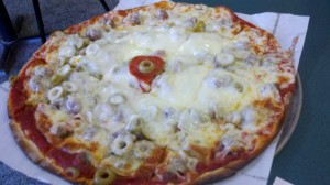 Jakes Pizza_Cardinal Special (Pepperoni, Hamburger, Green Olives)